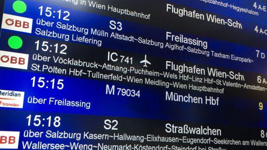 Abfahrtstafel in Salzburg Hauptbahnhof