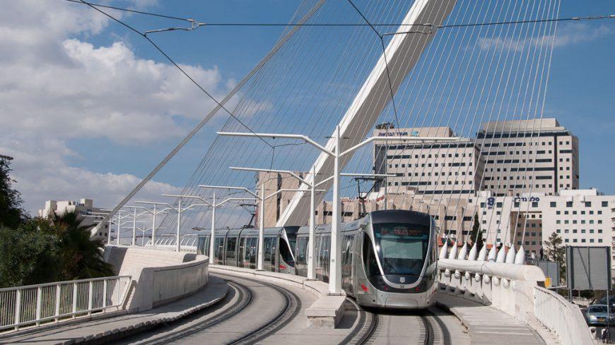 Calatrava Brücke in Jerusalem mit Alstom Citadis 302 Tram