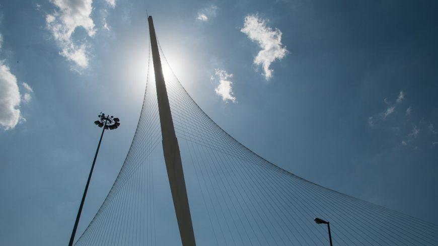 Pylon der Calatrava Brücke in Jerusalem
