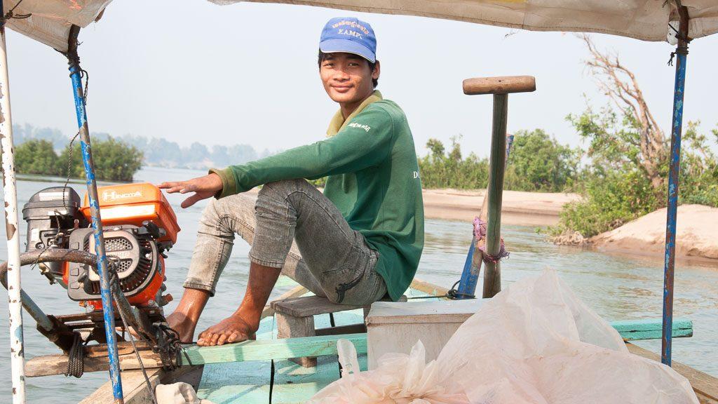 Delfinbeobachtung mit dem Boot am Mekong