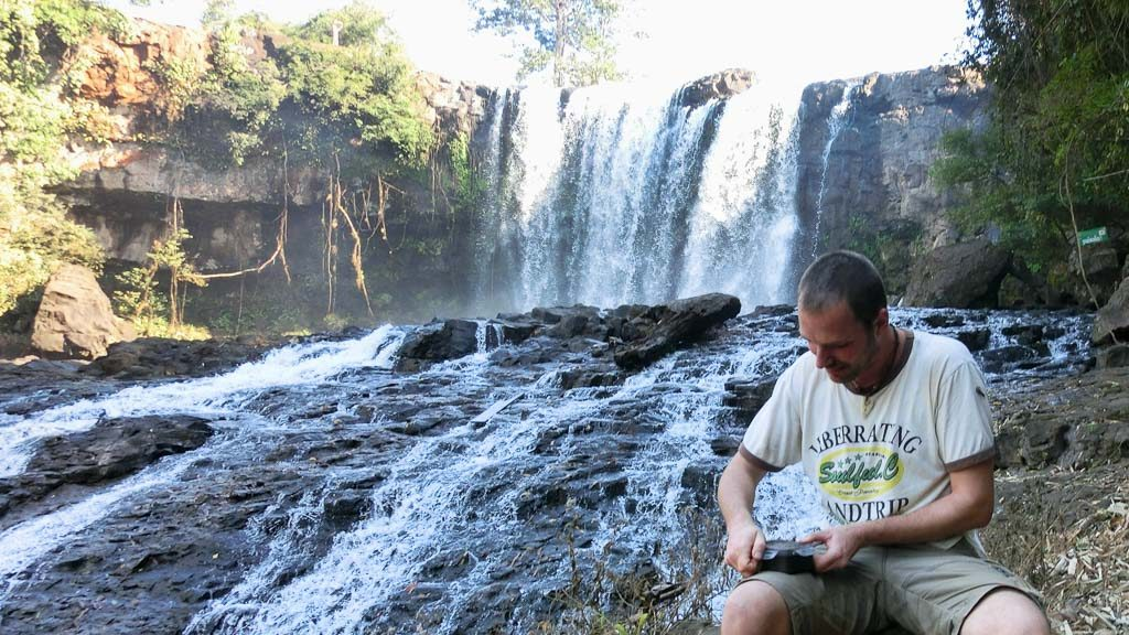 Geocache beim Bou-Sraa-Wasserfall