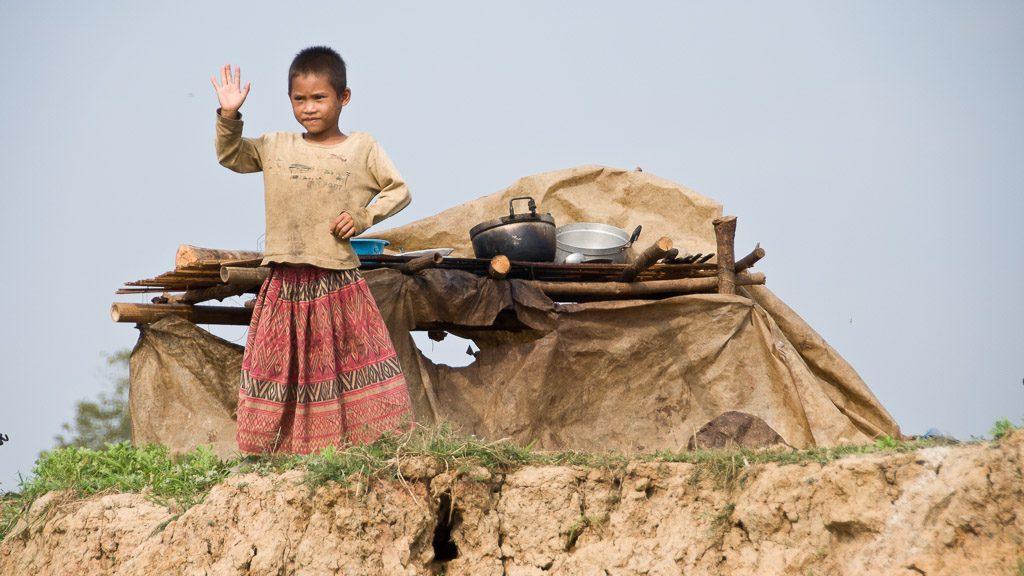 Kind bei der Bootsfahrt von Battambang nach Siem Reap
