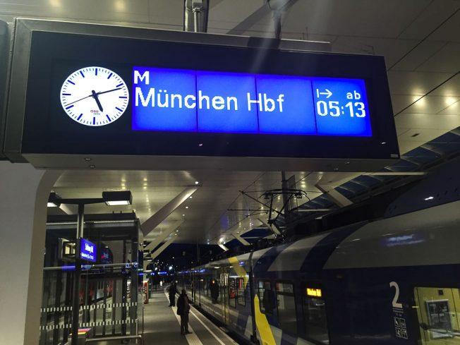 Meridian Zug in Salzburg Hauptbahnhof