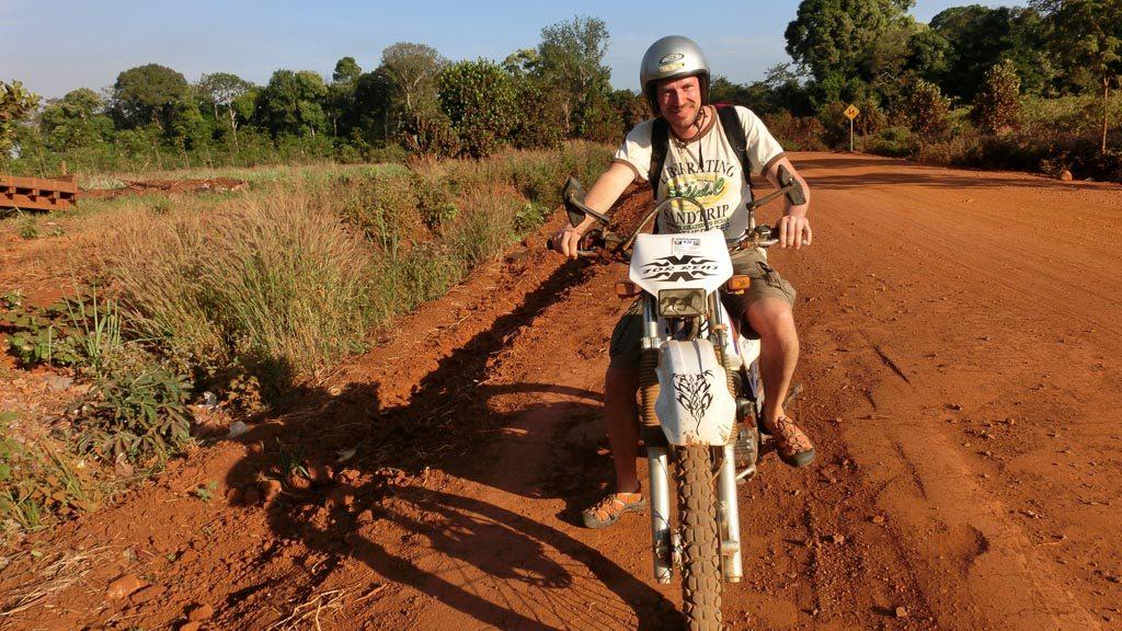 Moped auf der Sandpiste bei Sen Monorom