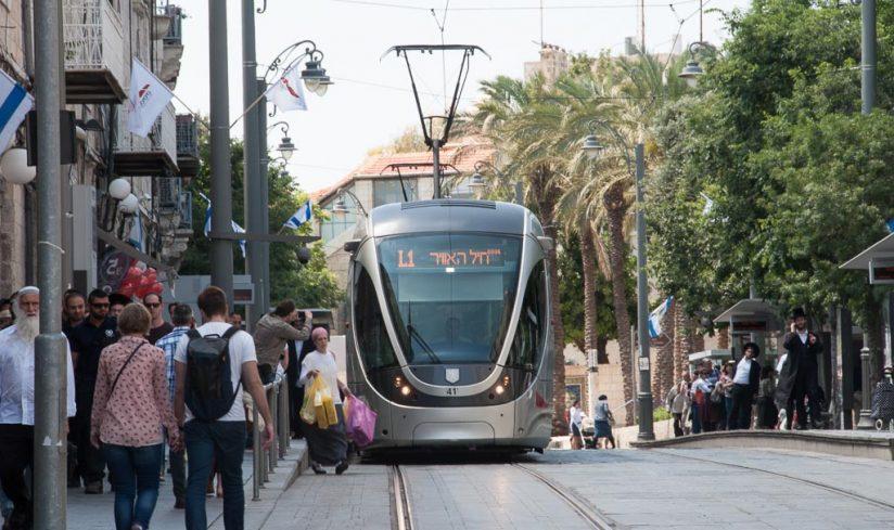 Alstom Citadis 302 Tram der Stadtbahn Jerusalem bei der der Station City Hall