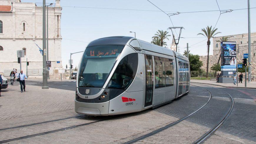 Stadbahn Jerusalem bei der Station City Hall