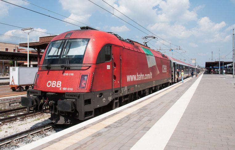 DB-ÖBB EuroCity Zug nach Rimini in Verona Porta Nuova