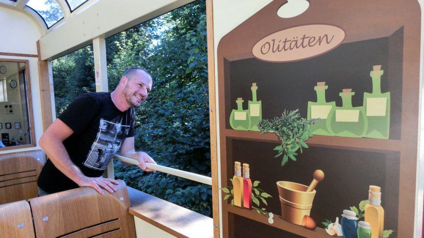 Gerhard Liebenberger im Olitätenwagen der Oberweißbacher Bergbahn