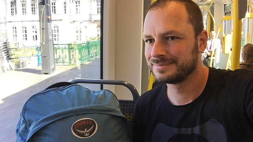 Osprey Rucksack während der Reise durch Belgien