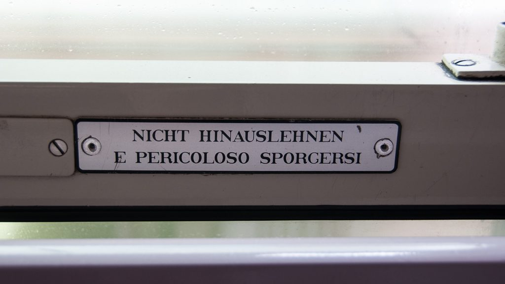 Belgische Eisenbahn Fenster - Nicht hinauslehnen