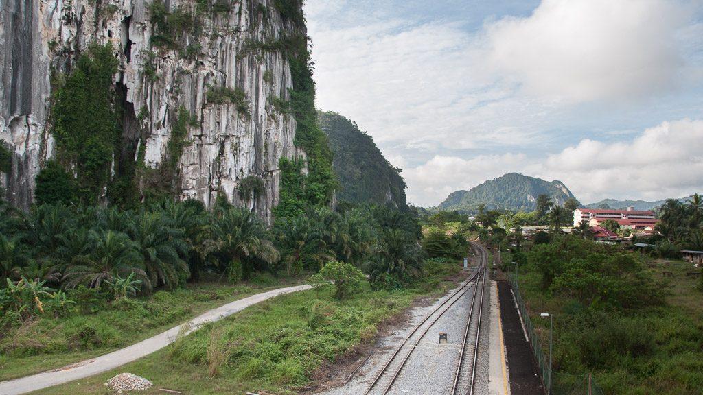 Dschungel-Eisenbahn in Malaysia bei Gua Musang