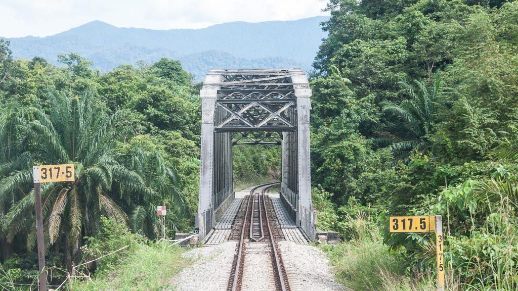 Brücke der Jungle-Railway in Malaysia aus Lokführer-Sicht