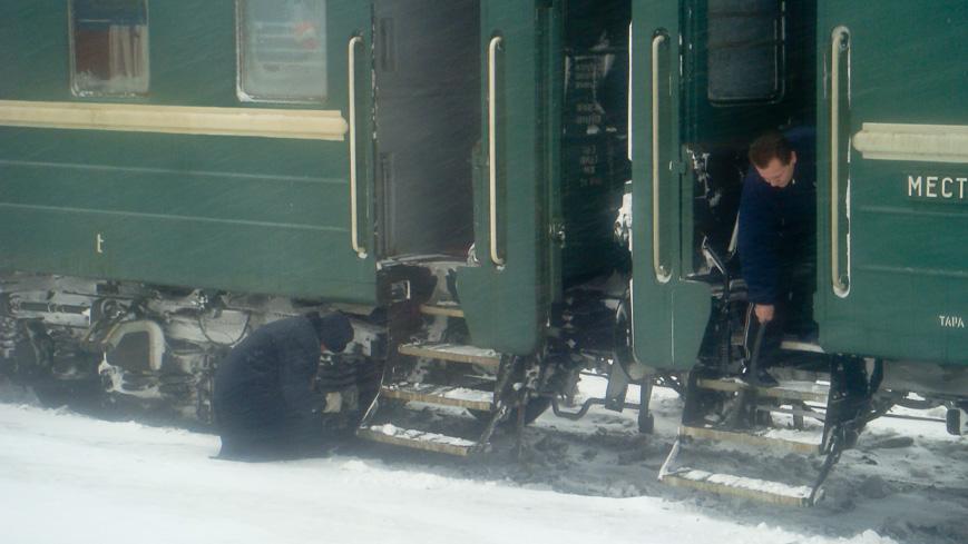 Moskau - Ulan-Bator Zug der Transsibirischen Eisenbahn im Winter