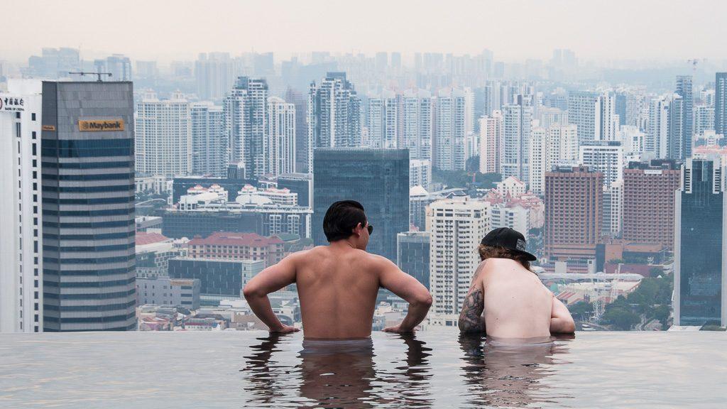 Perfekter Ausblick auf Singapur vom Infinity Pool im Marina Bay Sands Hotel