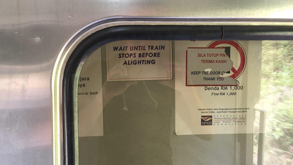 Rauchen verboten, offene Türen verboten.
