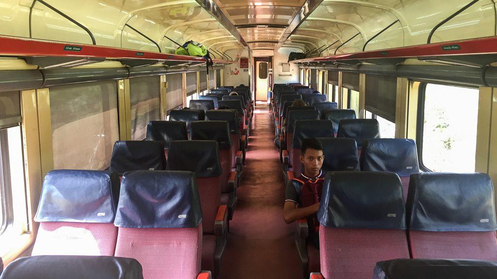 Sitzwagen 2. Klasse in Malaysia