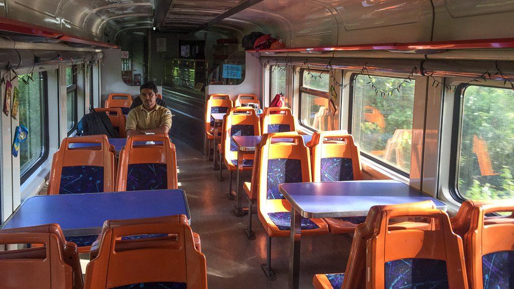 Speisewagen im Expresszug Tupat - Johor Bahru (JB)