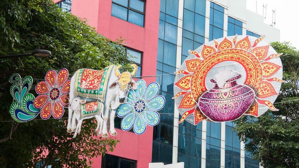 Straßendekoration zu Thaipusam in Little India in Singapur