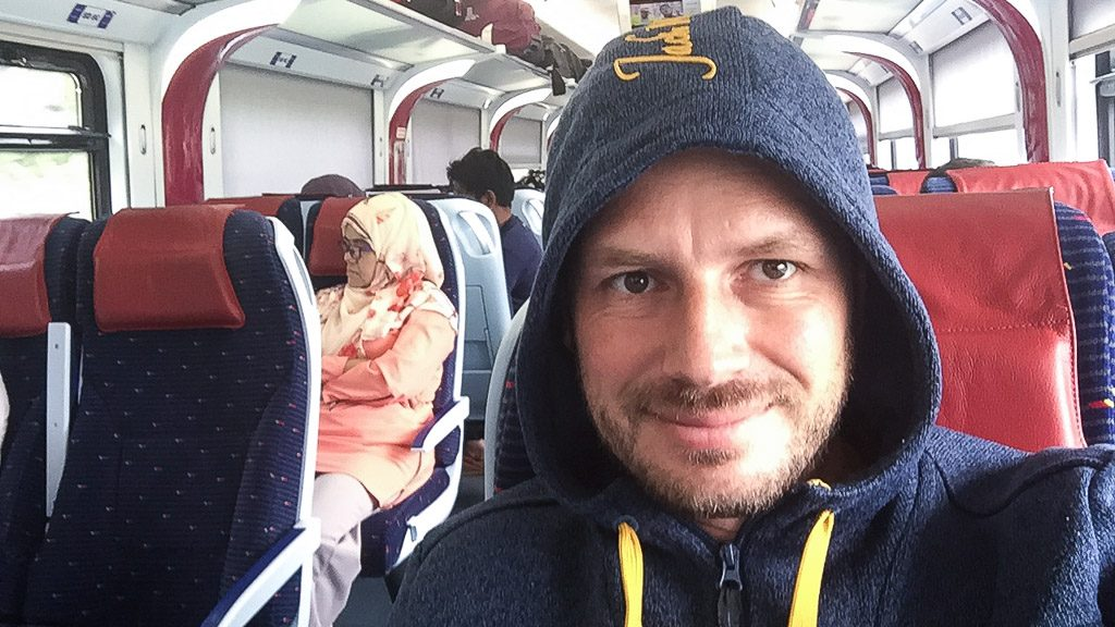 Gerhard Liebenberger im Zug in Malaysia