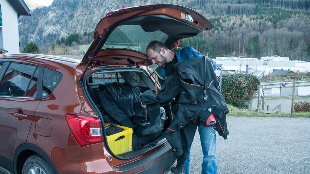 Suzuki SX4 S-Cross beladen fürs Tauchen