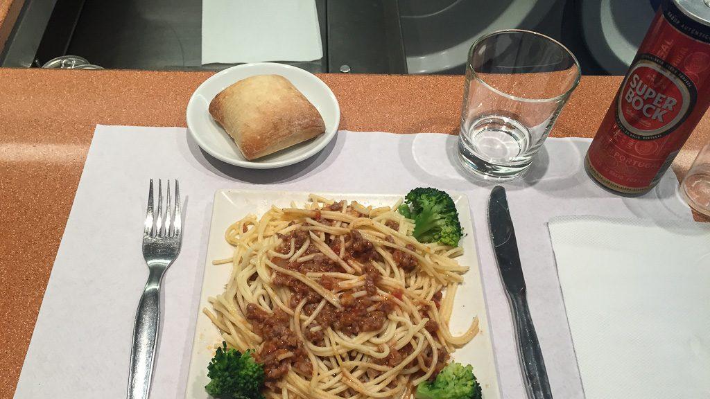 Abendessen im Speisewagen Irun - Lissabon