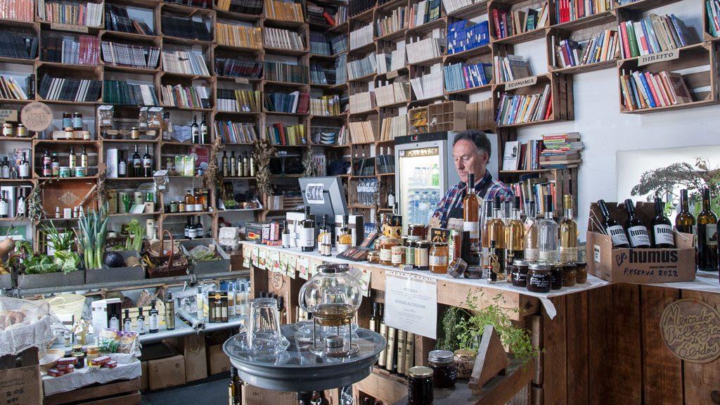Bio-Markt und Bücherei in Óbidos