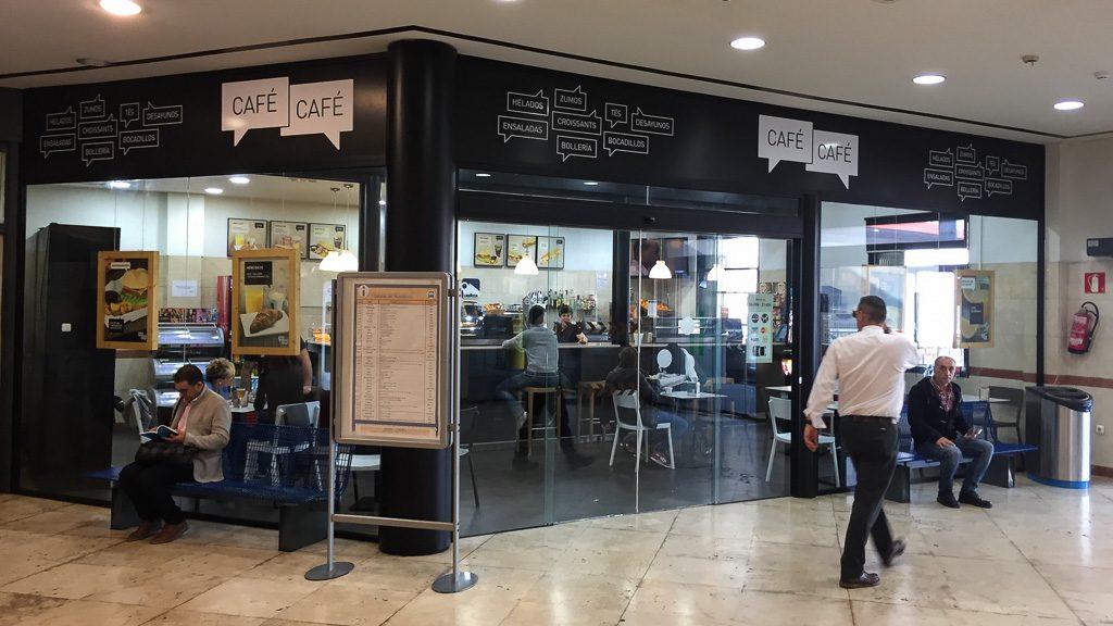 Café im Bahnhof Irun