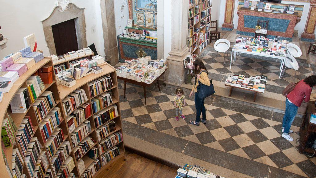 Kirche mit Bücherei in Obidos