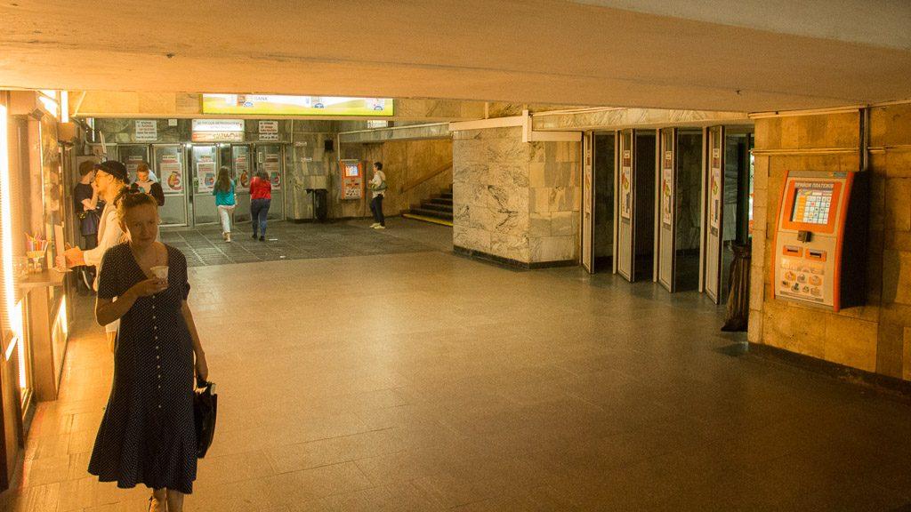 Einkaufspassage und Metro-Zugang in Kiew