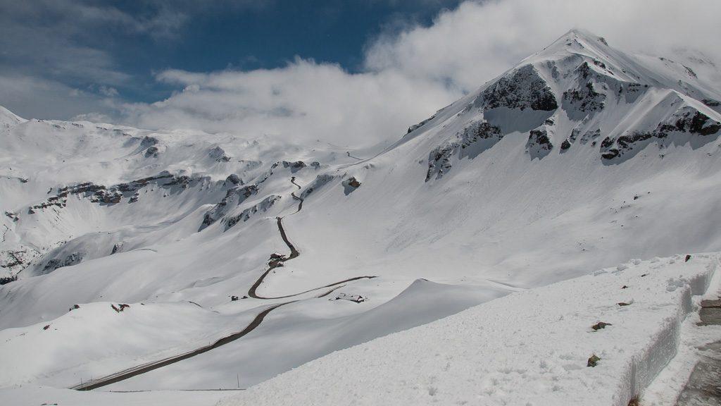 Großglockner Hochalpenstraße im Mai mit Schnee