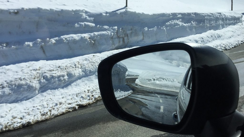 Großglockner Hochalpenstraße zieht sich durch den Schnee