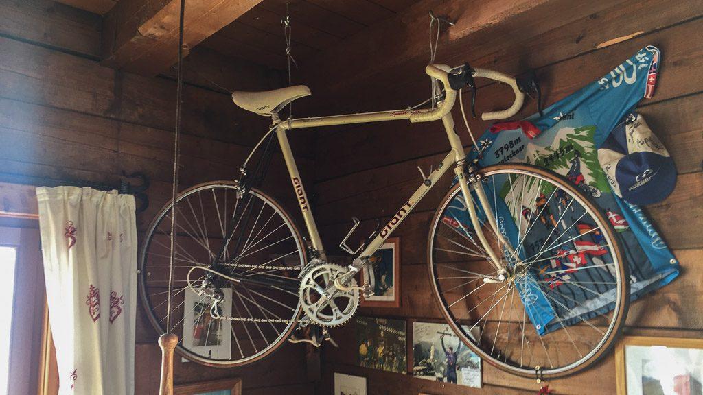 Restaurant Fuschertörl mit Fahrrad und Fahrradecke