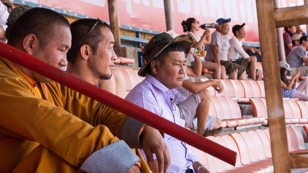 Besucher im Stadion Ulan-Bator beim Ringen