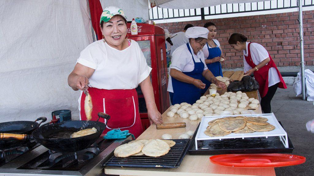 Chuuschuur - beliebtes Fastfood in der Mongolei