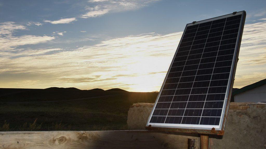 Solarzellen neben einer Jurte