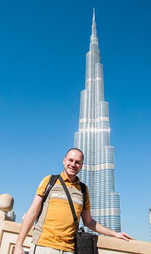 Gerhard Liebenberger vor dem Burj Khalifa in Dubai