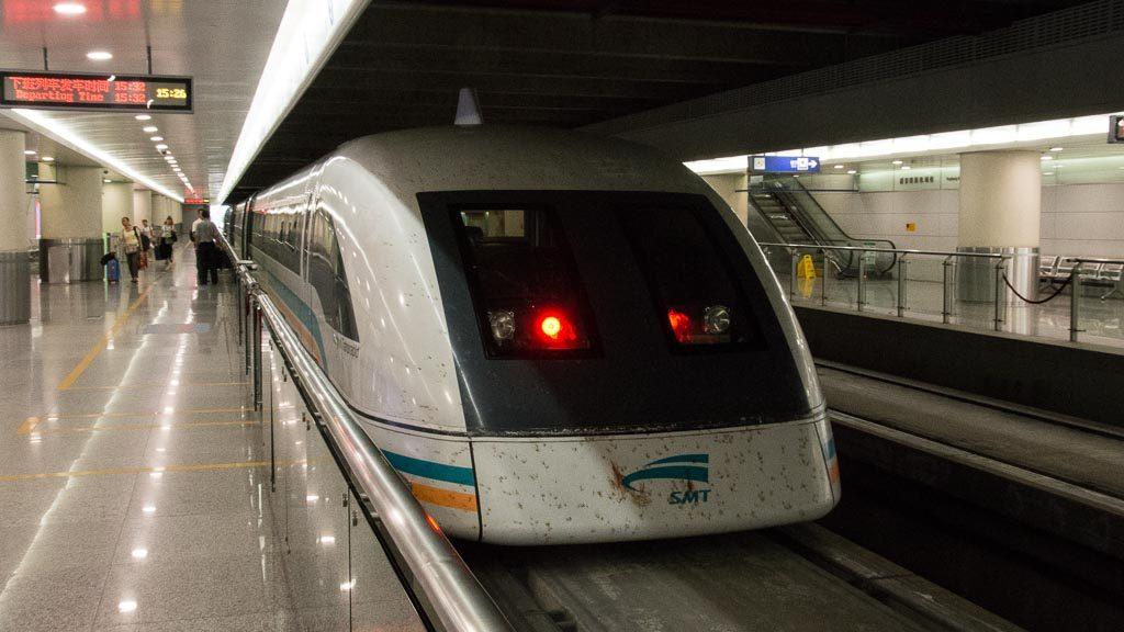 Transrapid Shanghai im Flughafen Pudong