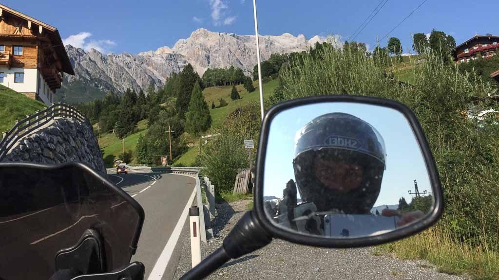 Andersreisender am Motorrad