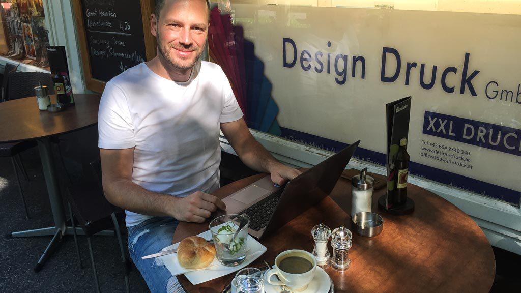 Gerhard Liebenberger im Café Wernbacher