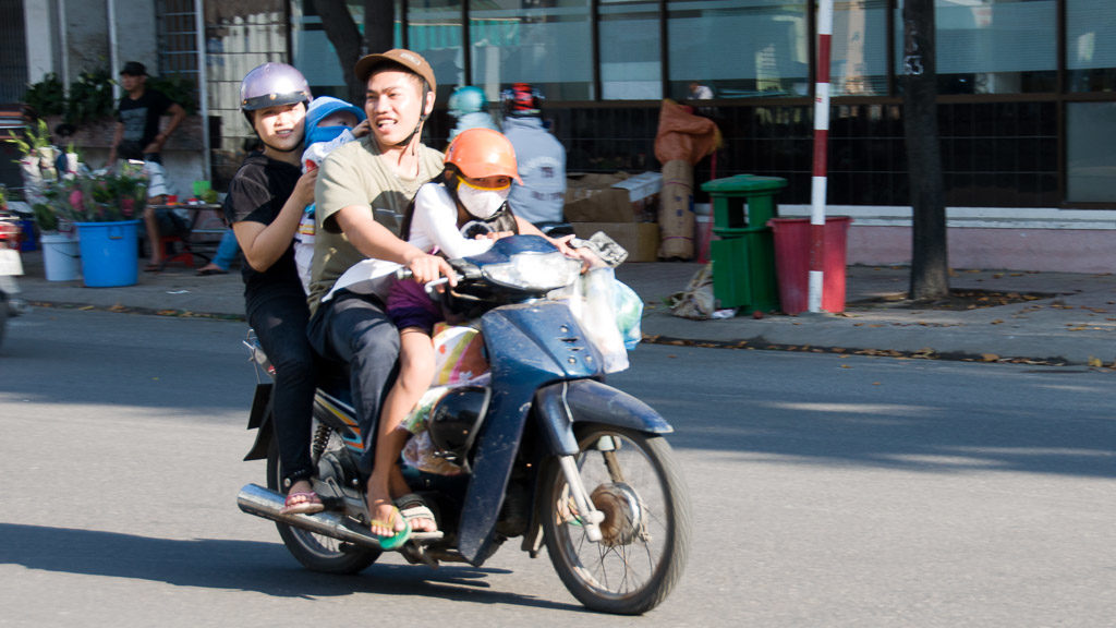 Familie am Moped in Vietnam
