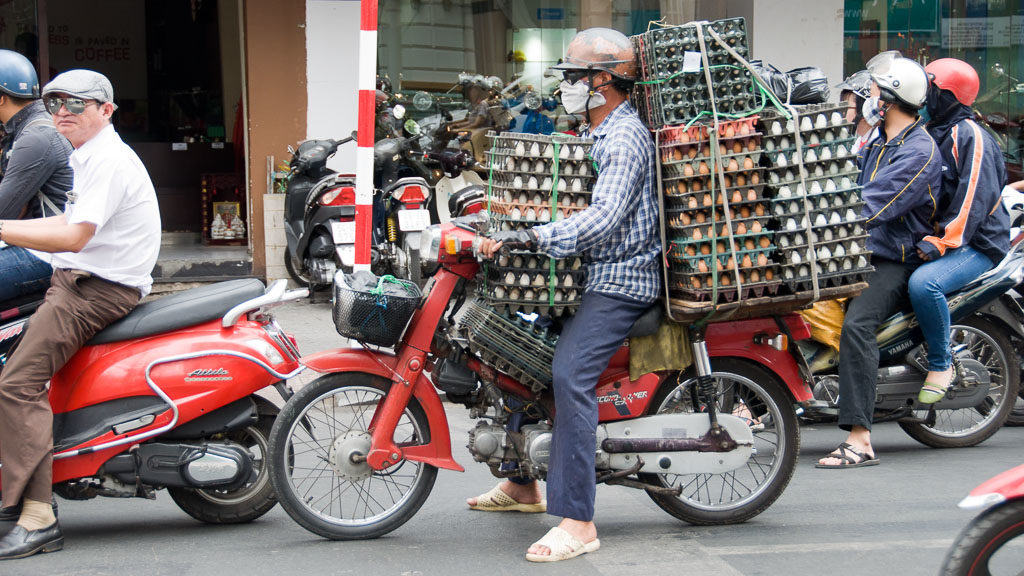 Eiertransport am Moped in Vietnam
