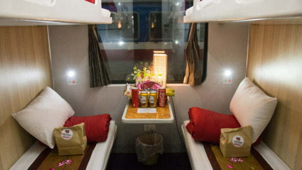 Lotus Express Train Abteil Vietnam