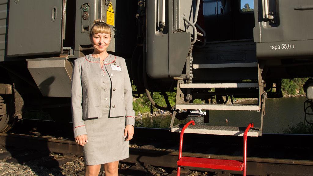 Schaffnerin der Transsibirischen Eisenbahn im Sonderzug Zarengold