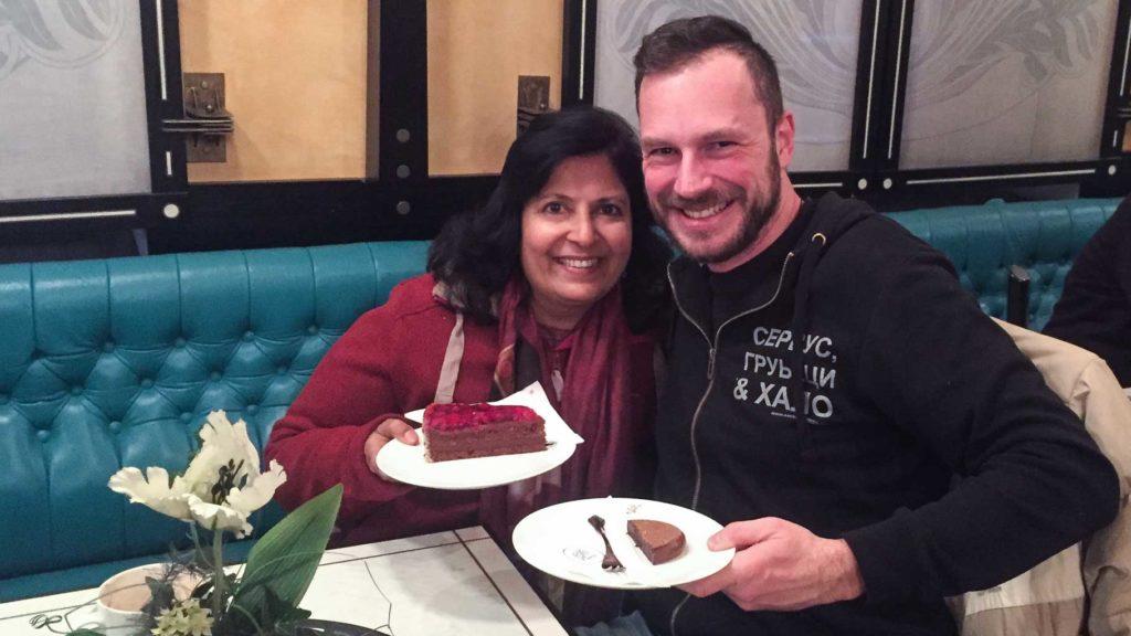 Vibha Jain und Gerhard Liebenberger im Cafe Zauner in Bad Ischl