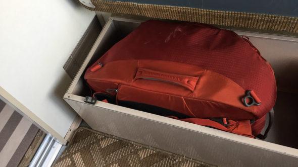 Im Transsib-Abteil: Kiste unterm Bett fürs Gepäck