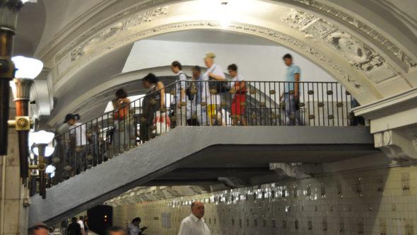 Fußgängerbrücke in der Metro Moskau