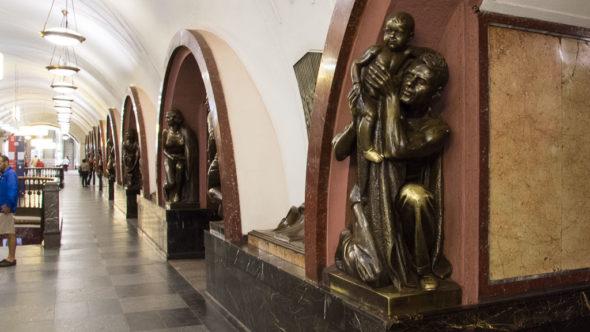 Metro Moskau: Ploshchad Revolyutsii Station