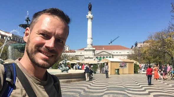 Gerhard Liebenberger am Praça Rossio in Lissabon