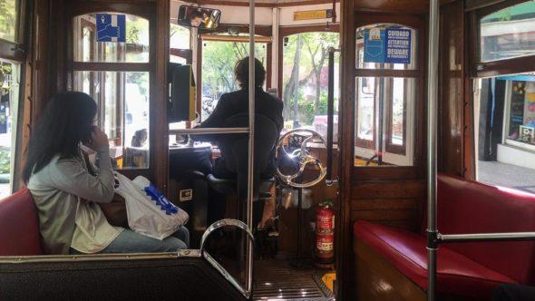 Straßenbahn Lissabon innen