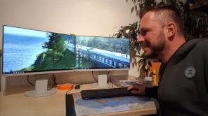 Reiseblogger arbeitet an Reiseshow